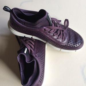 ECCO WOMENS INTRINSIC SLIP ON Size 9 Purple